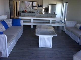 Lounge-to-kitchen-79