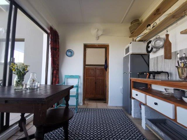 Flat-76-kitchenette-dine-view