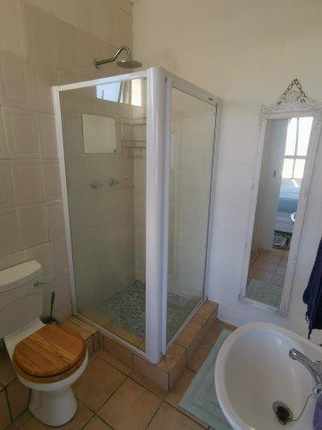 flat-76-bathroom-shower-baisn-toilet